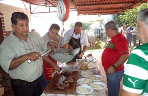 Atendiendo el ventorrillo de carne asada: Gregorio Aponte, Ivn Rodrguez, Manolo Pinho, Felipe Da Silva y Antonio Almeida.