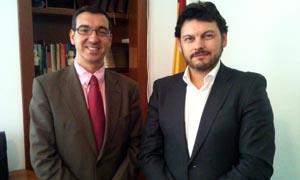 Antonio Rodríguez Miranda y el consejero de Empleo, Carlos Moyano, momentos antes de su reunión.