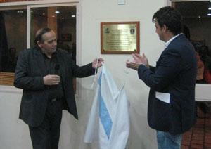 Diego Calvo, inaugurando unas nuevas instalaciones en el centro de Corcubión en Buenos Aires.