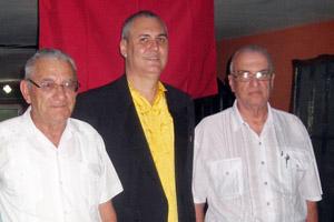 Raúl Parrado –en el centro–, junto a Julio Santamarina y Manuel Vallejo.