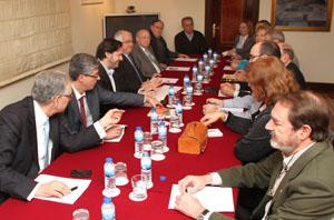 Un momento de la reunión de Miranda con los representantes de los centros de Madrid.