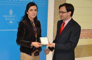 José Julio Fernández entregó el informe a Pilar Rojo.