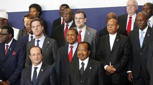 Rajoy posa con los presidentes de Europa y África en la Cumbre.