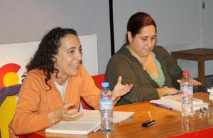 Débora Campos y Andrea Cobas, conductoras del ciclo, durante la segunda reunión de 'Lectores Galegos de Bos Aires'.