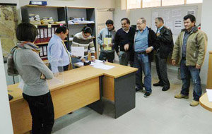 Recuento de sobres electorales en Santa Cruz de la Sierra, en Bolivia.