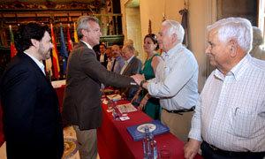El vicepresidente de la Xunta saludó uno por uno a los miembros de la Comisión Delegada.