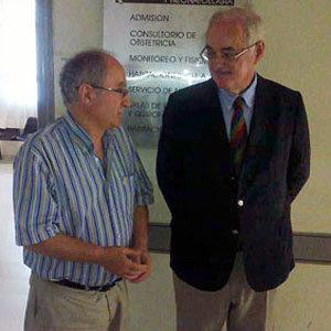 Francisco Moldes Fontán –a la derecha–, durante una visita al Centro Gallego de Buenos Aires