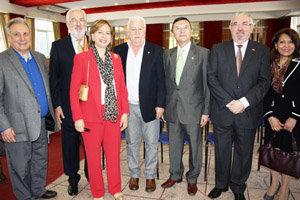 Vila y Posadas con el embajador y el cónsul.