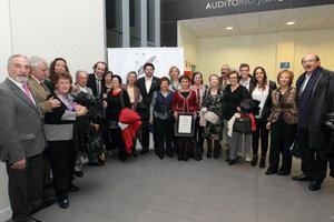 El secretario xeral, junto a artistas y representantes de asociaciones gallegas en Madrid, tras el 'Concerto do Nadal'.