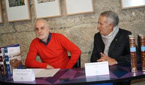 El editor Francisco Rodríguez Iglesias –dcha.– y el profesor Xosé Ramón Álvarez Campos, en la presentación.
