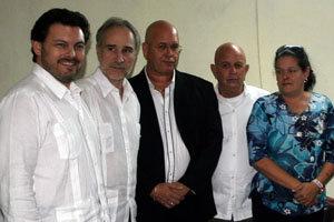 Rodríguez Miranda, junto al embajador Montalbán, a Sergio Toledo y otros asistentes a la toma de posesión.