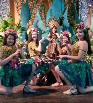 Actuación de Cynthia Ortega interpretando 'Roar', acompañada por el grupo de baile integrado por las niñas Batania, Alondra, Rosaura y Rebeca.