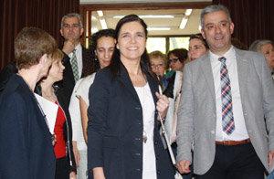 La presidenta del Parlamento de Galicia llega al Teatro Castelao del Centro Gallego de Buenos Aires para participar en el acto de apertura del XI Congreso de la AIEG.