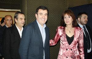 Rodríguez visita el Centro Arzuano Melidense, con su presidenta Adriana Garea, el senador con mandato cumplido, Jorge Villaverde y el consejero Santiago Camba.