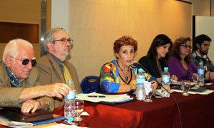 Integraron la mesa Rafael Tormo, Silvia Cosano, María Teresa Michelón, María Carmen Castro, José López y Julián Enriquez.