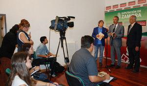 De izda. a dcha., Juan Andrés Blanco, José Luis Bermúdez y Sergio Rabanillo, durante el acto de presentación del libro.