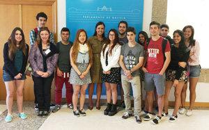 Pilar Rojo, junto con los alumnos del Santiago Apóstol de Argentina.