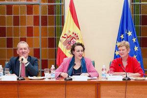 Agustín Torres, Magdalena Valerio y Consuelo Rumí, durante la comparecencia del martes.