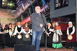 Jorge Kreyness, secretario del Partido Comunista Argentino, durante su intervención, en el Teatro Bambalinas.