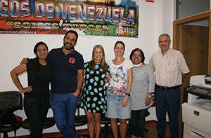Manuel Méndez -2º por la izda.-, junto con otros voluntarios de la Asociación de Amigos de Venezuela.