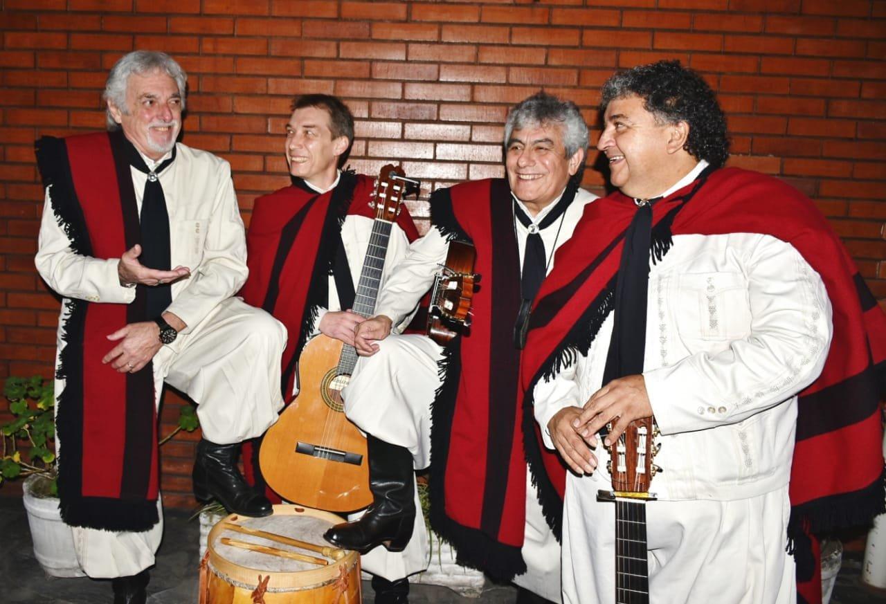 El grupo 'Los Fronterizos', durante su actuación.