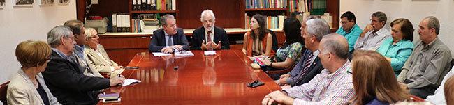 Torres y Armas, durante la reunión con centros, asociaciones y federaciones que agrupan a los españoles en Venezuela.